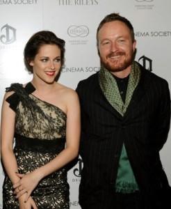 Jake Scott riesce anche a far sorridere Kristen Stewart!