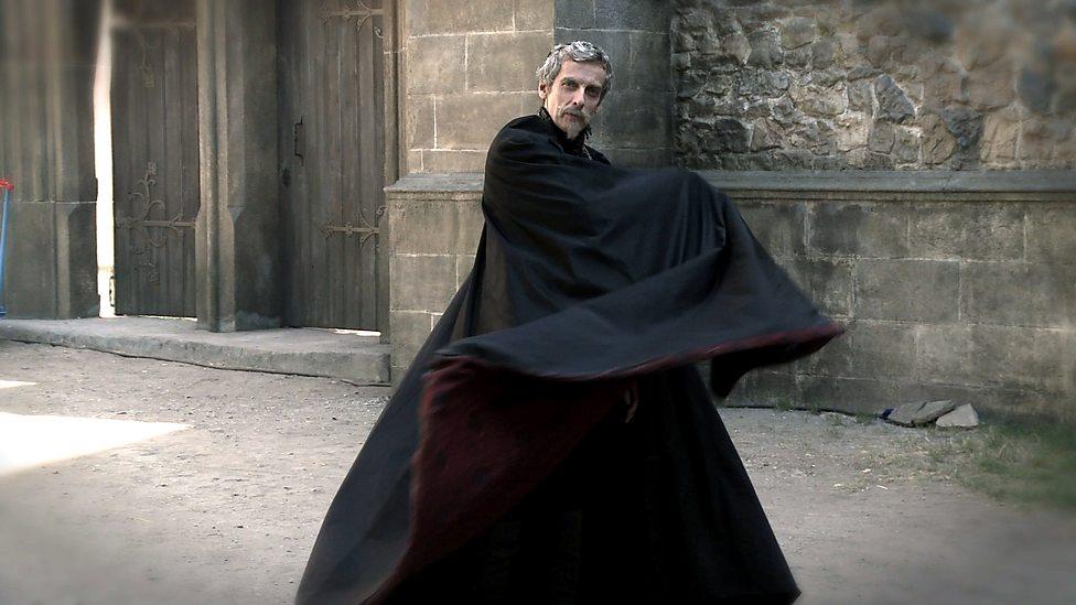 Che però, pure Capaldi come signore delle tenebre, quando ci si mette...