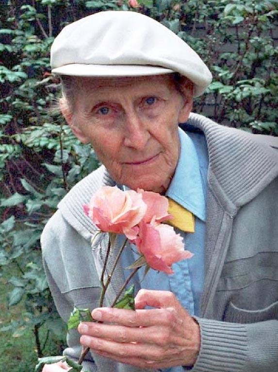 Peter Cushing Helen Cushing rose 2222